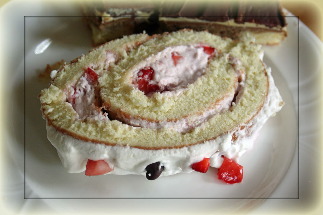strawberry-shortcake-slice.jpg